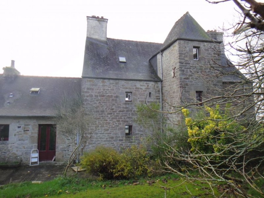 A vendre superbe manoir du xviieme si cle landerneau for Location garage landerneau